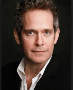 トム・ホランダー(Tom Hollander)