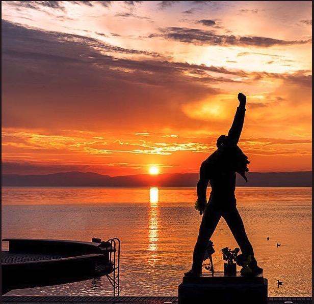 フレディマーキュリーの銅像・スイスのモントレーのジュネーブ湖(レマン湖)